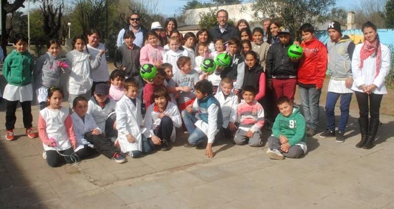 Casares torchio visit la escuela primaria y el jard n de for Jardin de infantes 2015