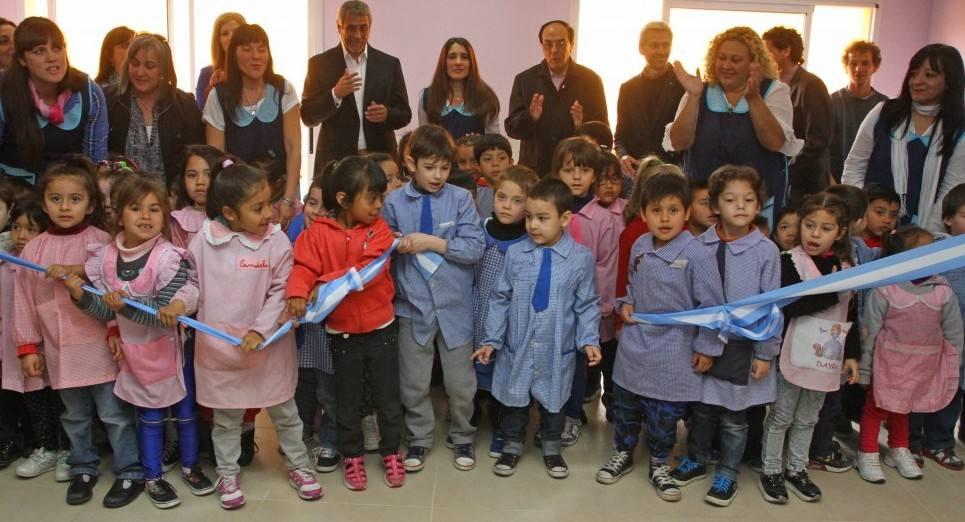 Avellaneda se inaugur el nuevo edificio del jard n de for Jardin de infantes 2015