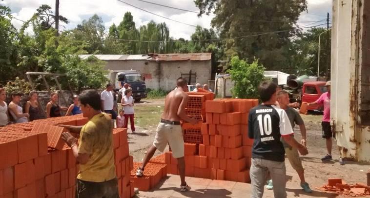 Matanza el municipio y la comunidad junto a familias for Municipalidad la matanza
