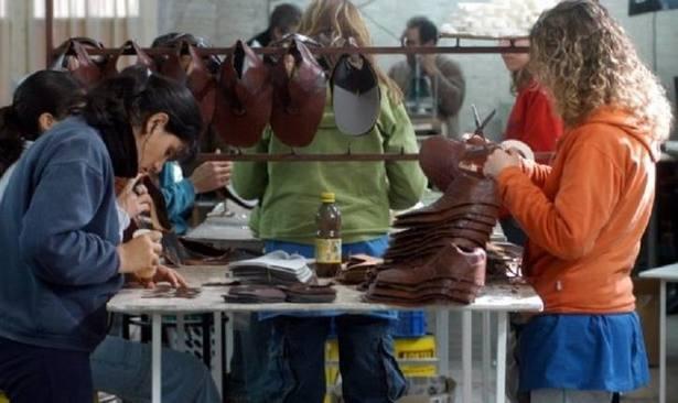 29ddf6f2 Coronel Suárez: La fábrica de calzado Dass suspenderá a 500 ...
